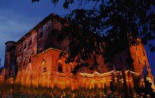 Sogni e luci al Castello di Pralormo: visita notturna tra tulipani, lanterne e profumi
