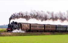 """Il Treno del Tartufo riparte da Torino: viaggio sul treno a vapore verso le """"Cattedrali Sotterranee"""""""