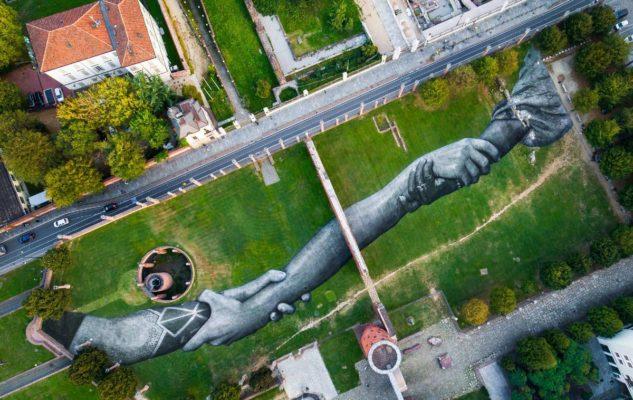 Beyond Walls Saype Torino