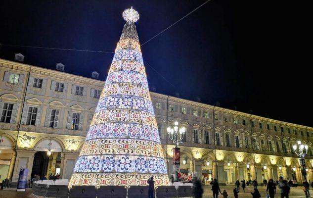 L'Albero di Natale 2020 di Torino illumina la magica Piazza San Carlo