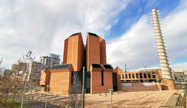 """La Chiesa del Santo Volto: insolita cattedrale """"industriale"""" di Torino con un campanile-ciminiera"""