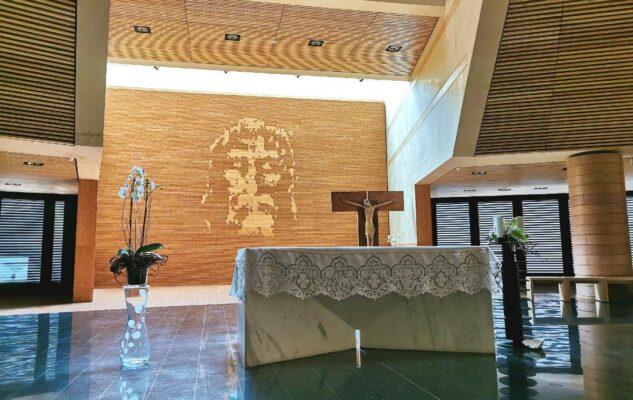 Chiesa Santo Volto Torino altare