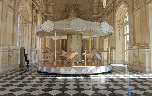 La Giostra di Nina: la magica opera di Valerio Berruti nella Galleria Grande di Venaria