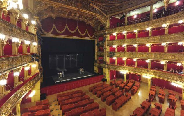 Re(tour) al Teatro Carignano: visite guidate nel bellissimo teatro di Torino