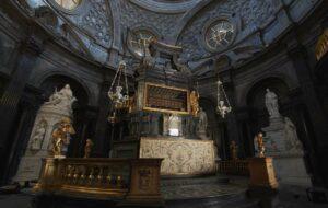 L'Altare della Cappella della Sindone torna a splendere: conclusi i lavori di restauro
