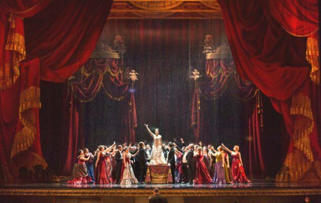 """Il Teatro Regio di Torino riapre con """"La traviata"""" di Giuseppe Verdi"""