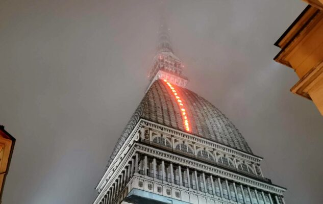 Il Volo dei Numeri: la luminosa opera d'arte sul tetto della Mole Antonelliana