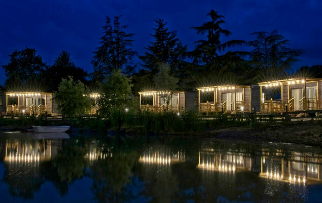 """Lake Eyasi Resort: alle porte di Torino il """"campeggio glamour"""" per dormire come nella Savana"""
