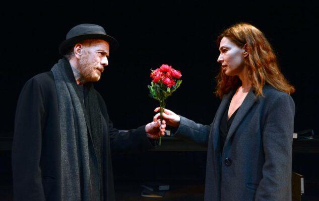 Le leggi della gravità: Gabriele Lavia in scena al Teatro Carignano di Torino