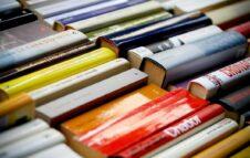 Portici di Carta 2021 a Torino: passeggiate letterarie gratuite sulle orme di scrittori e libri