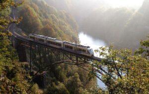Il Treno del Foliage: un viaggio panoramico tra i meravigliosi colori dell'autunno del Piemonte