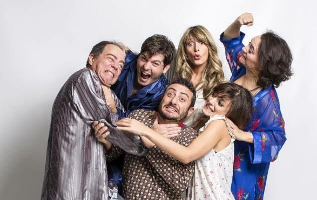 7 sotto il letto: la commedia di Claudio Insegno in scena al Teatro Gioiello